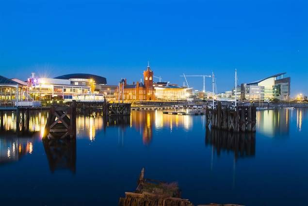 Cardiff_Bay_at_night.jpg